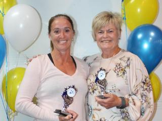 50+ women winner Jacinta Burns and runner-up Karen Kirby.