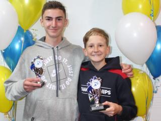 Under 14 men winner Zander and runner-up Guy.